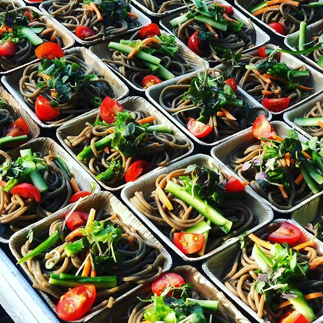 Soba noodles with colorful vegetables and Yuzu soy vinaigrette 🍊🥒🍅🥬 . . . #letseat #losangeles #events #parties #eeeeeats #vegan #vegetarian #salads #sunnyday #yum #catering
