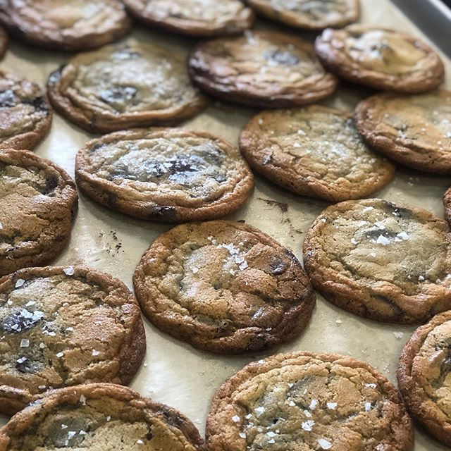 Miso chocolate chip cookies 🍪 . Crispy on the outside, chewy on the inside ⭐️ . . #bakedcookies #chocolatechipcookies #eeeeeats #yummy #events #dessert #sweets #food #foodies #friday #catering