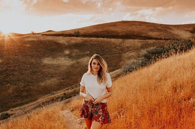 """My shirt said """"stay golden"""", I befriended a golden retriever puppy on the mountain, and the fields turned to actual gold. So yeah.....I take golden hour pretty seriously ✨🌟"""