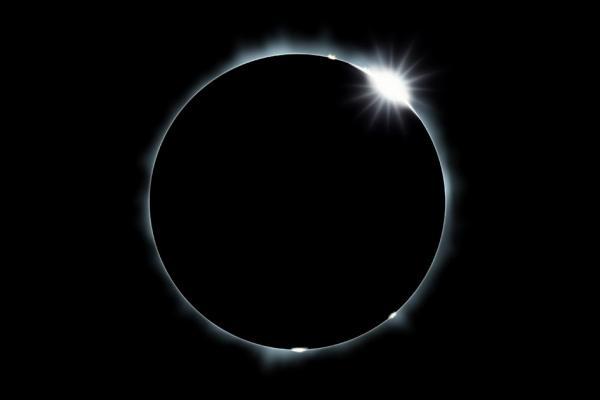 total-solar-elipse-diamondring.jpg