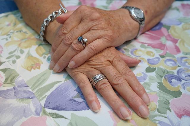 hands-195653_640.jpg