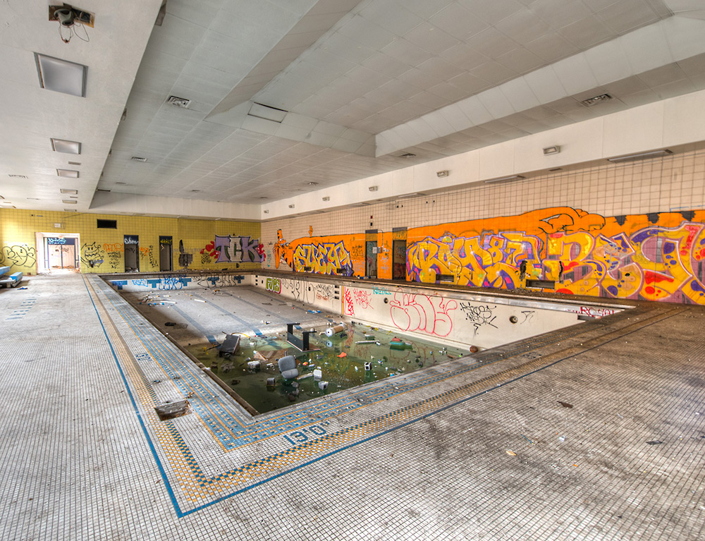 Swimming-Pool_Adam-Jacobs_Abandoned-Spaces.jpg