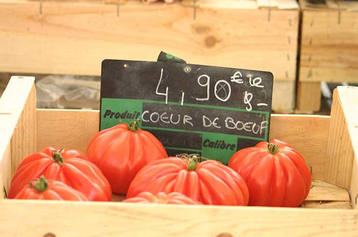 Tomato stall at a farmers market in Provence