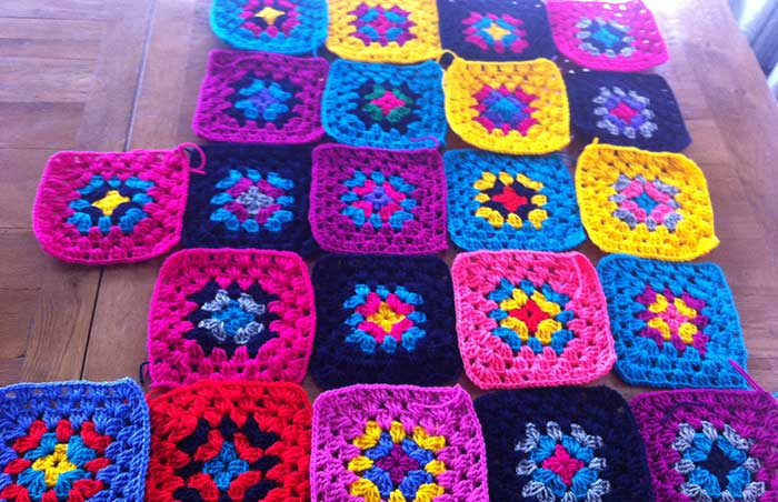 Making a really colourful granny blanket out of crochet | Cloudberry Lane