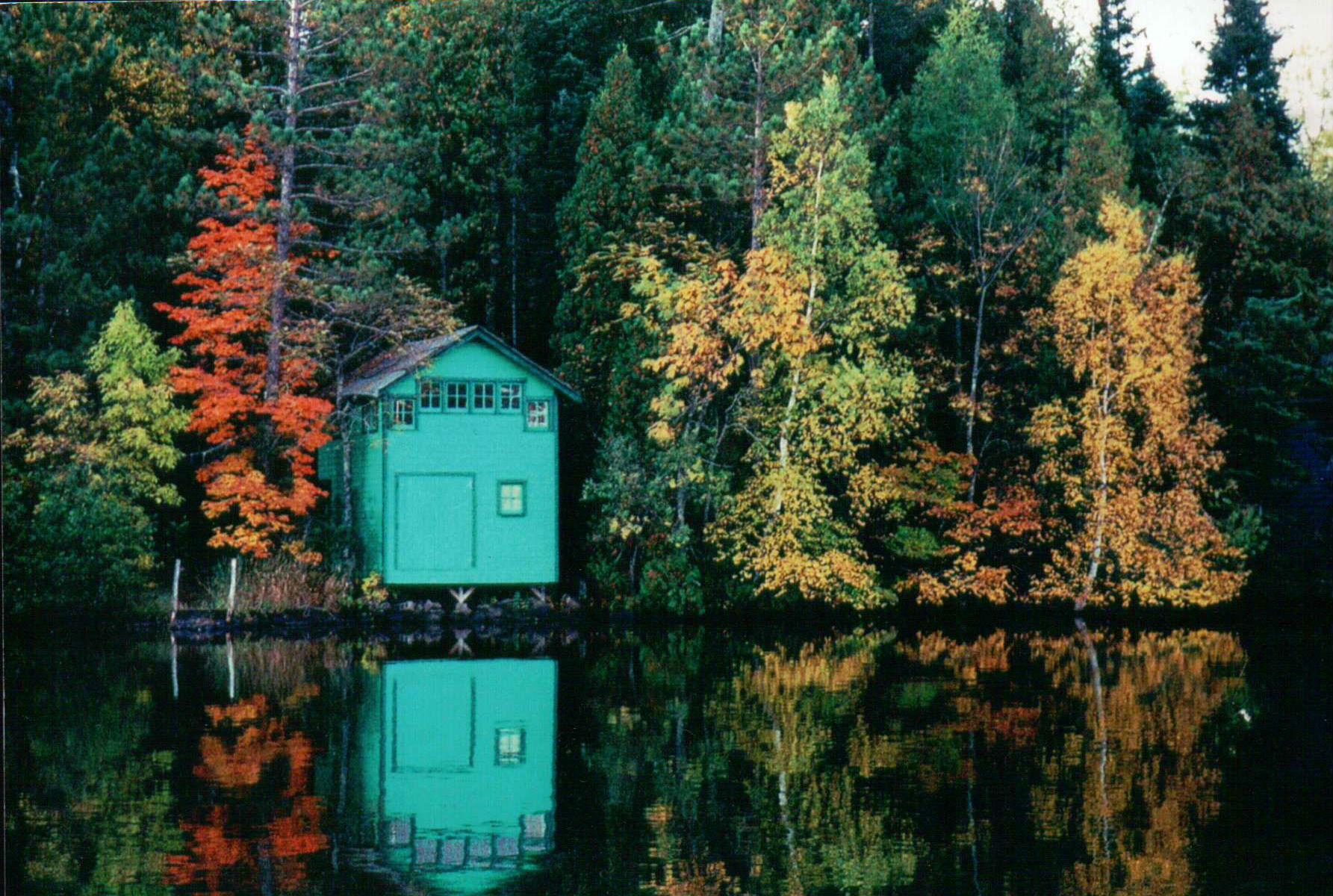 Ikonic_pikelake_boathouse _infall.jpg
