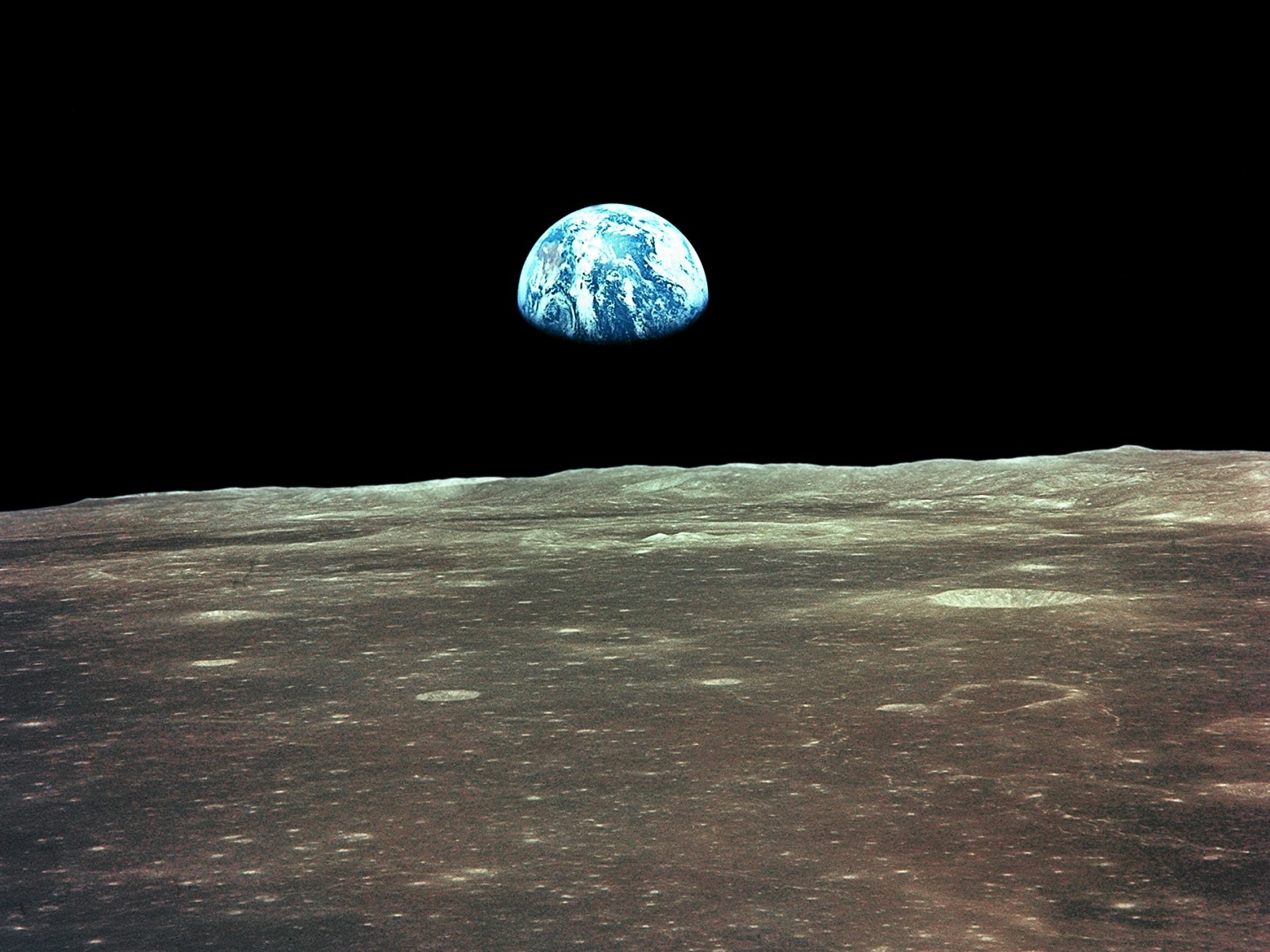"""Earthrise"" yep, took that pic myself, of course... yes there's no question..."