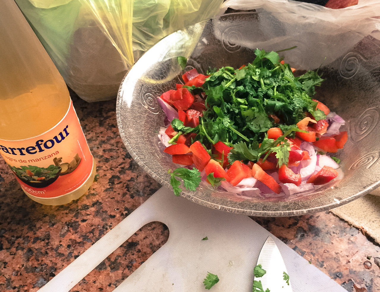 Home made salsa. Used 4 limes, a half bottle of white vinegar, a whole red onion, a huge red paprika, a big tomato, a long cucumber, a bunch of cilantro, and chopped garlic. I put two much fresh green chillies so it became too hot like a joke. サルサ。ライムは4つ、ヴィネガーは一本の半分ドバドバ。赤たまねぎに、赤パプリカ、トマトに黄瓜にシラントロ、あとは刻みにんにく。生唐辛子、入れすぎて、のどが痛いほどホットな新鮮サルサの出来上がり。