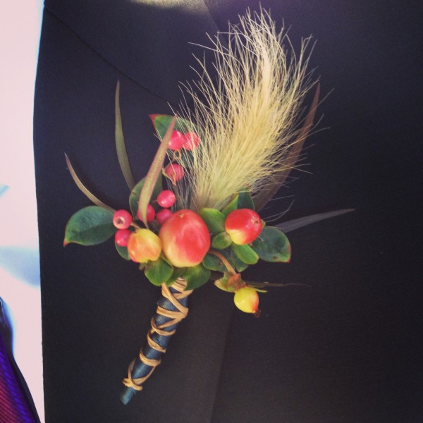 And the groom's autumn boutonniere was a perfect match while still being masculine.