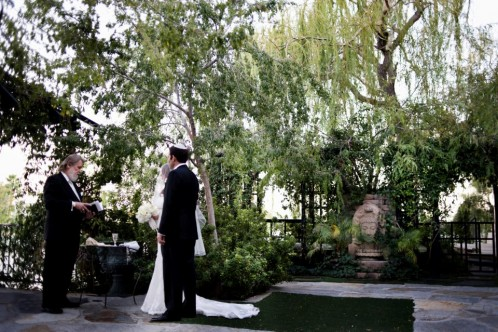 Celia & David hosted their wedding ceremony in a private garden off the Las Vegas Strip. Photo by www.altf.com.