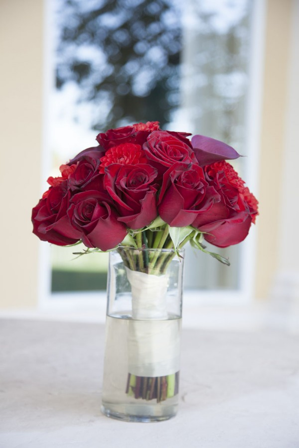 Reed Roses make a classic and timeless bridal bouquet.  Photo by www.altf.com.