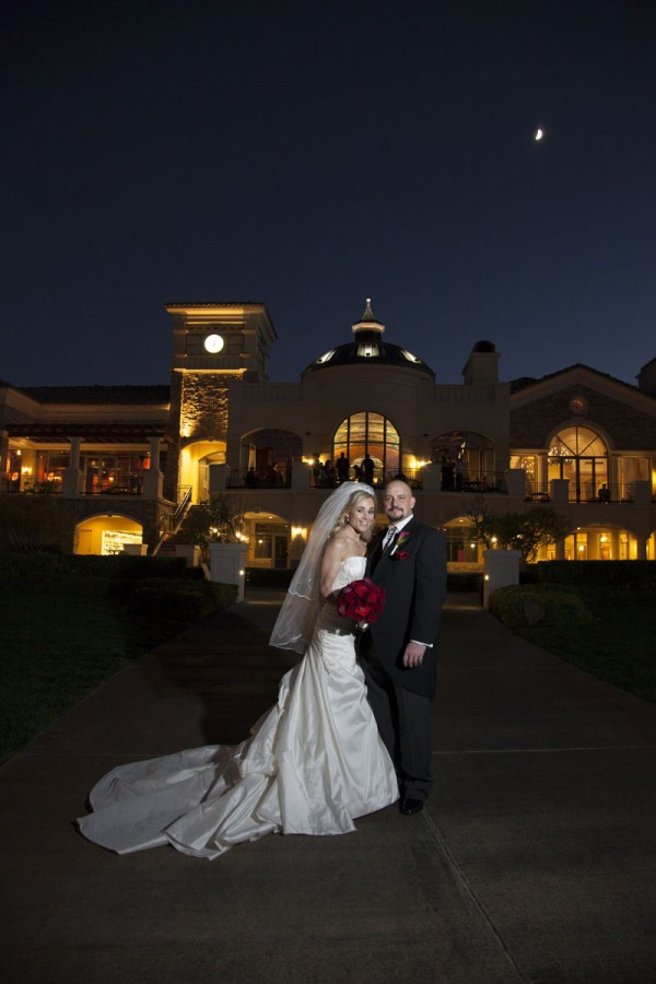 The wedding was held at the Southern Highlands Golf Club, a private community barely 20 minutes away from the strip. The space looks like an old-world castle - romantic and charming for a wedding! Photo by www.altf.com.