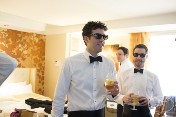 Summer weddings in Vegas call for sunglasses as a statement accessory!