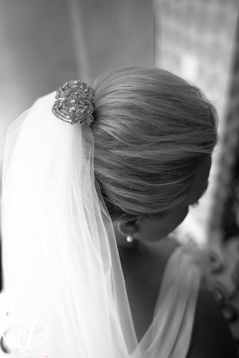 An antique hair comb held the veil in place. Hair by Your Beauty Call. Luxury Las Vegas Wedding Planner Andrea Eppolito.