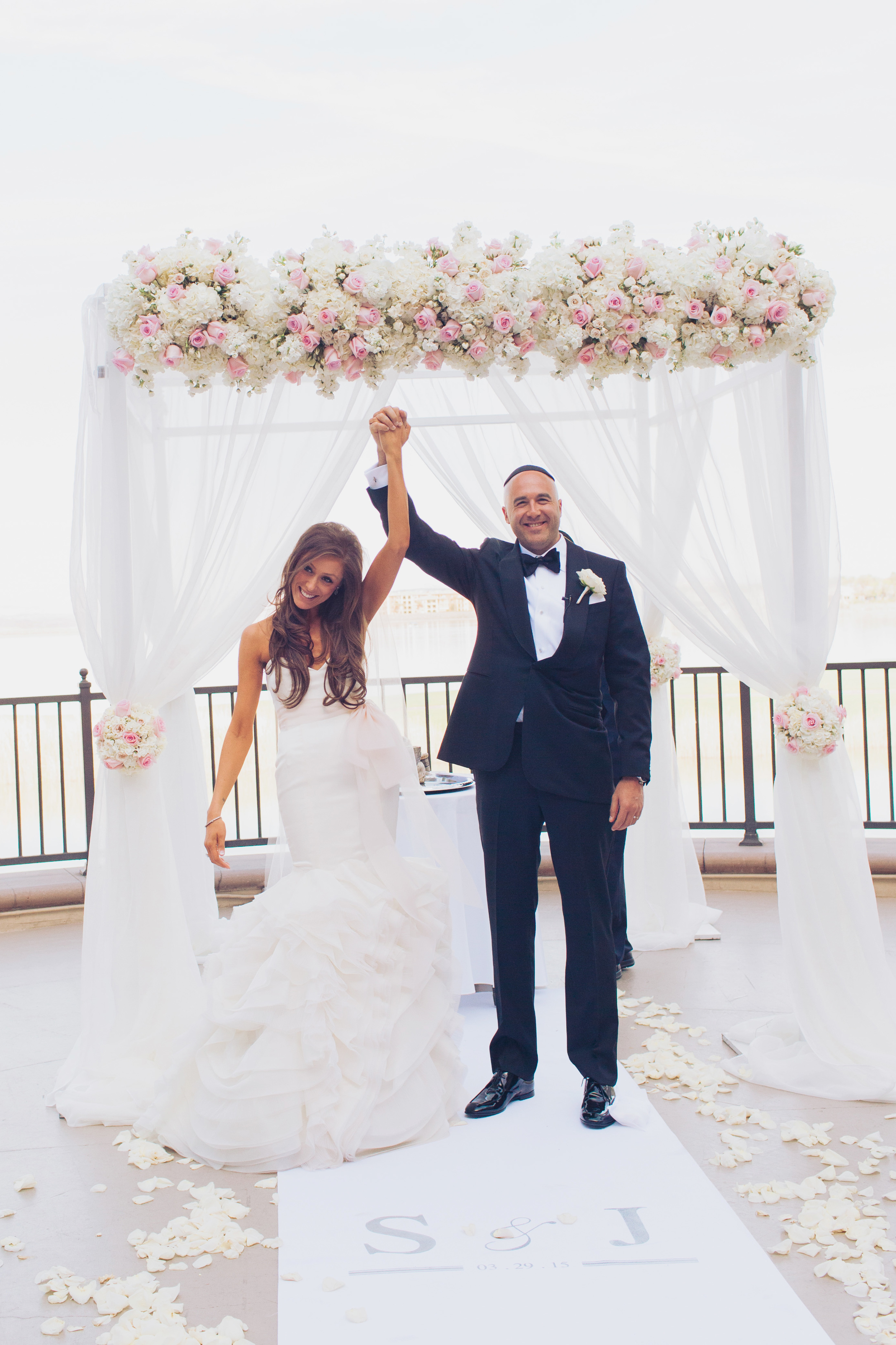 Stephanie Di Lallo married Justin Oliver at a water frontwedding at The Westin Lake Las Vegas.    Las Vegas Wedding Planner Andrea Eppolito   Wedding at Lake Las Vegas   White and Blu  sh and Grey Wedding   Luxury Wedding Las Vegas