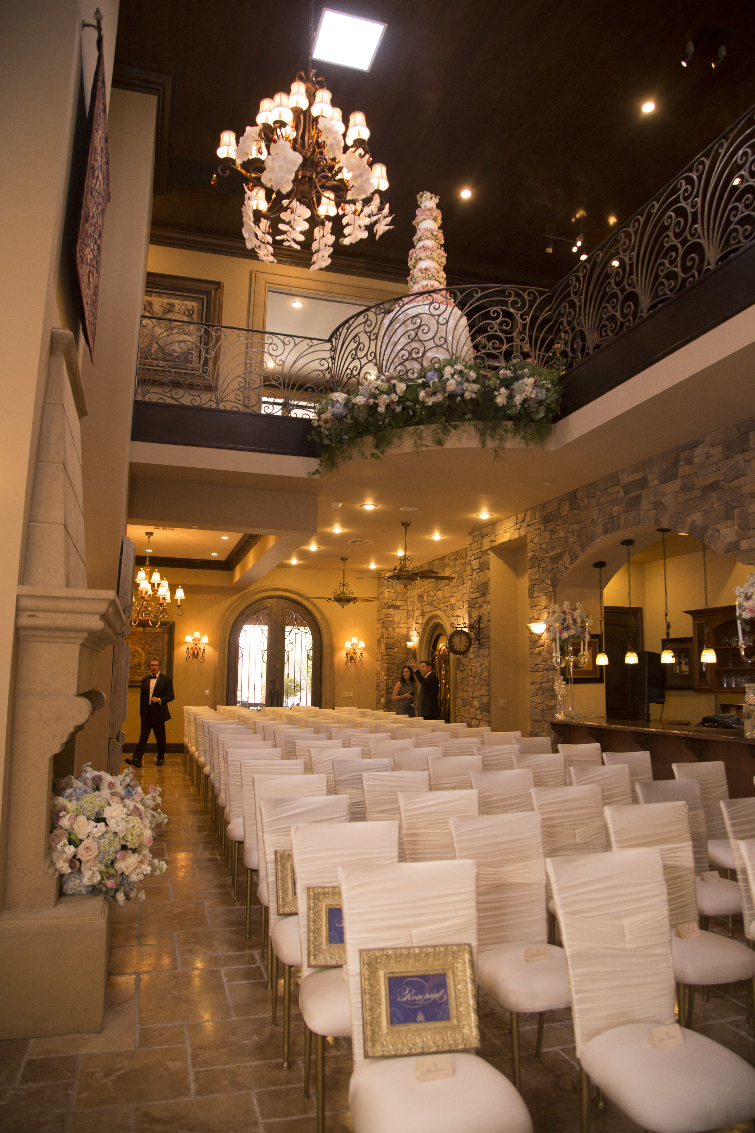 Wedding Ceremony with no Aisle. Unusual wedding seating.  Luxury Las Vegas Wedding Planner Andrea Eppolito. Image by AltF Photography.