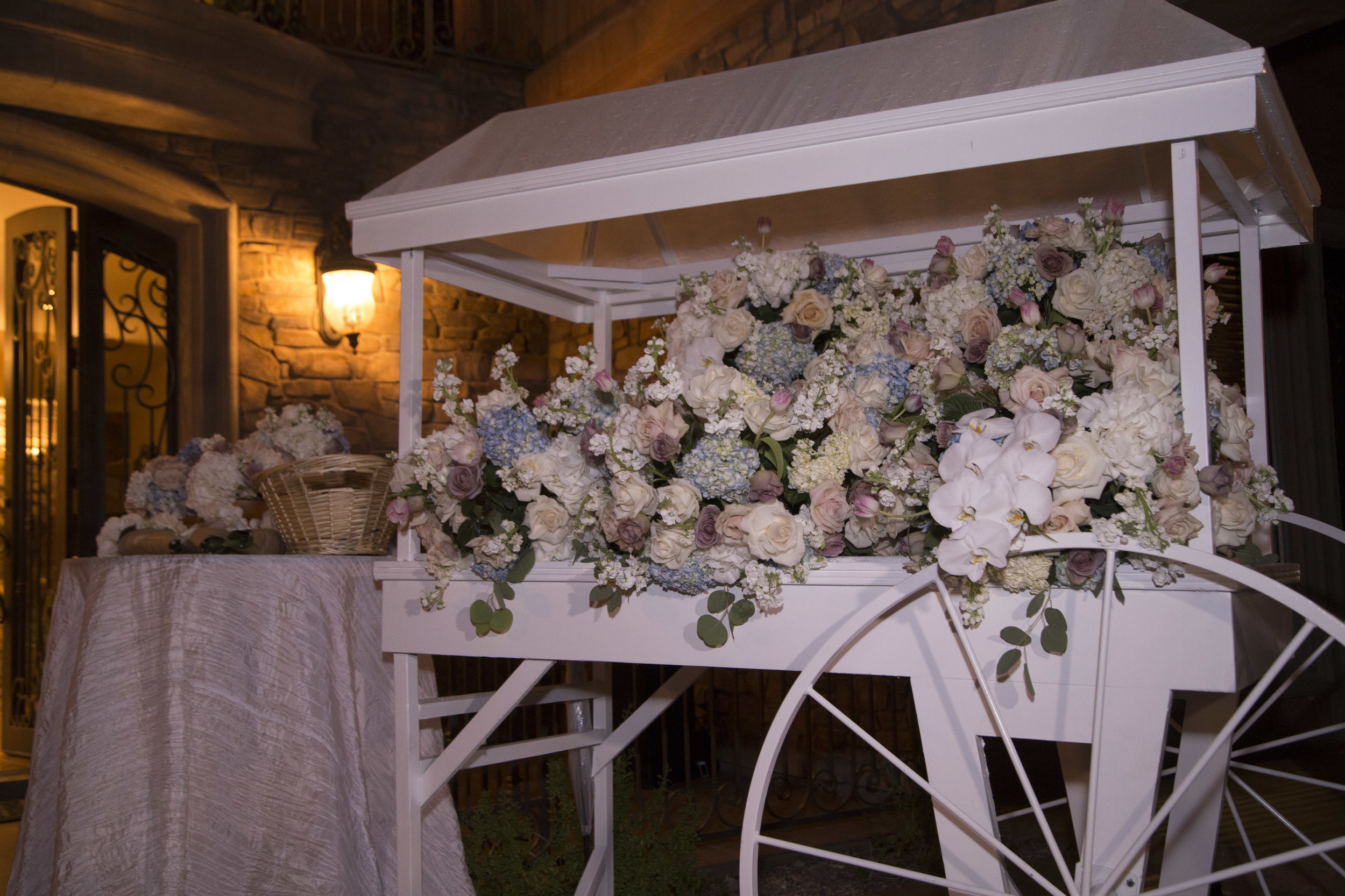 To go flower cart. Luxury Las Vegas Wedding Planner Andrea Eppolito. Image by AltF Photography.
