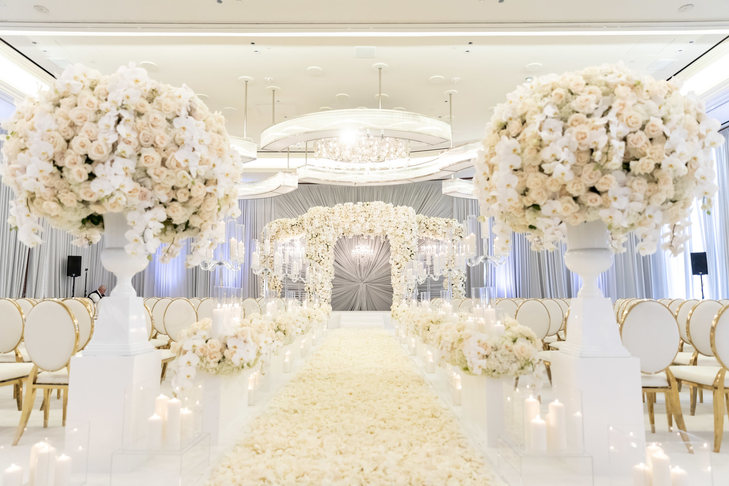White and ivory ceremony decor at luxe Las Vegas wedding.  Designed and Produced by Las Vegas Wedding Planner Andrea Eppolito. Images by Brian Leahy.