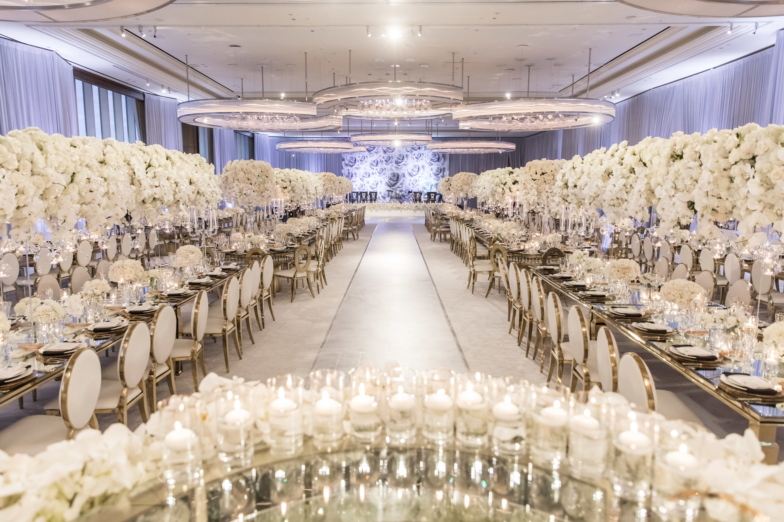 DESIGN TIPL  Long, elegant tables draw you into a room and feel both sophisticated and luxurious.  Wedding Planner and Event Designer Andrea Eppolito.  Image by Brian Leahy.