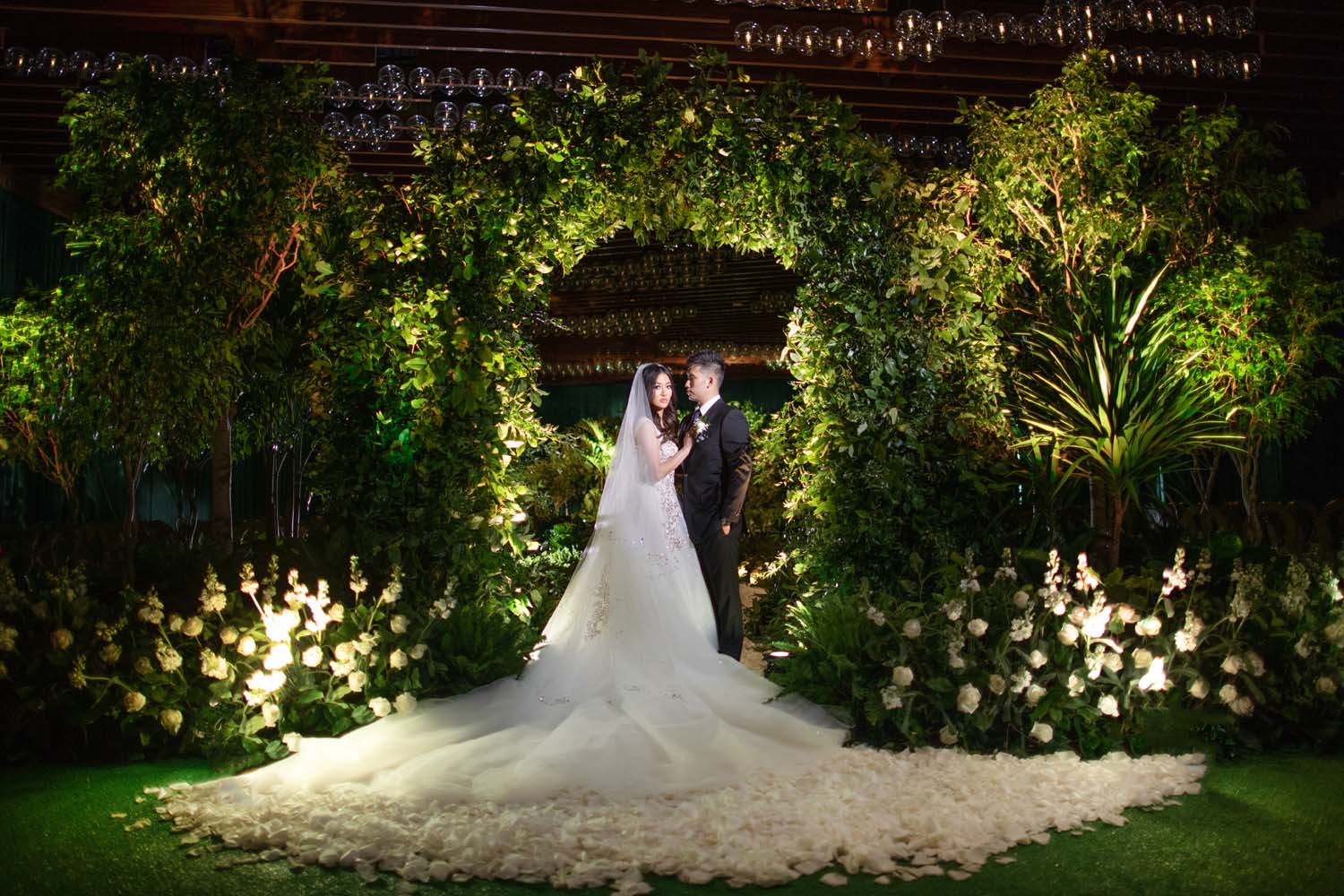 First look at an all green ceremony cite. Luxury Las Vegas Wedding Planner Andrea Eppolito. www.andreaeppolitoevents.com. Photo by Rene Zadori.