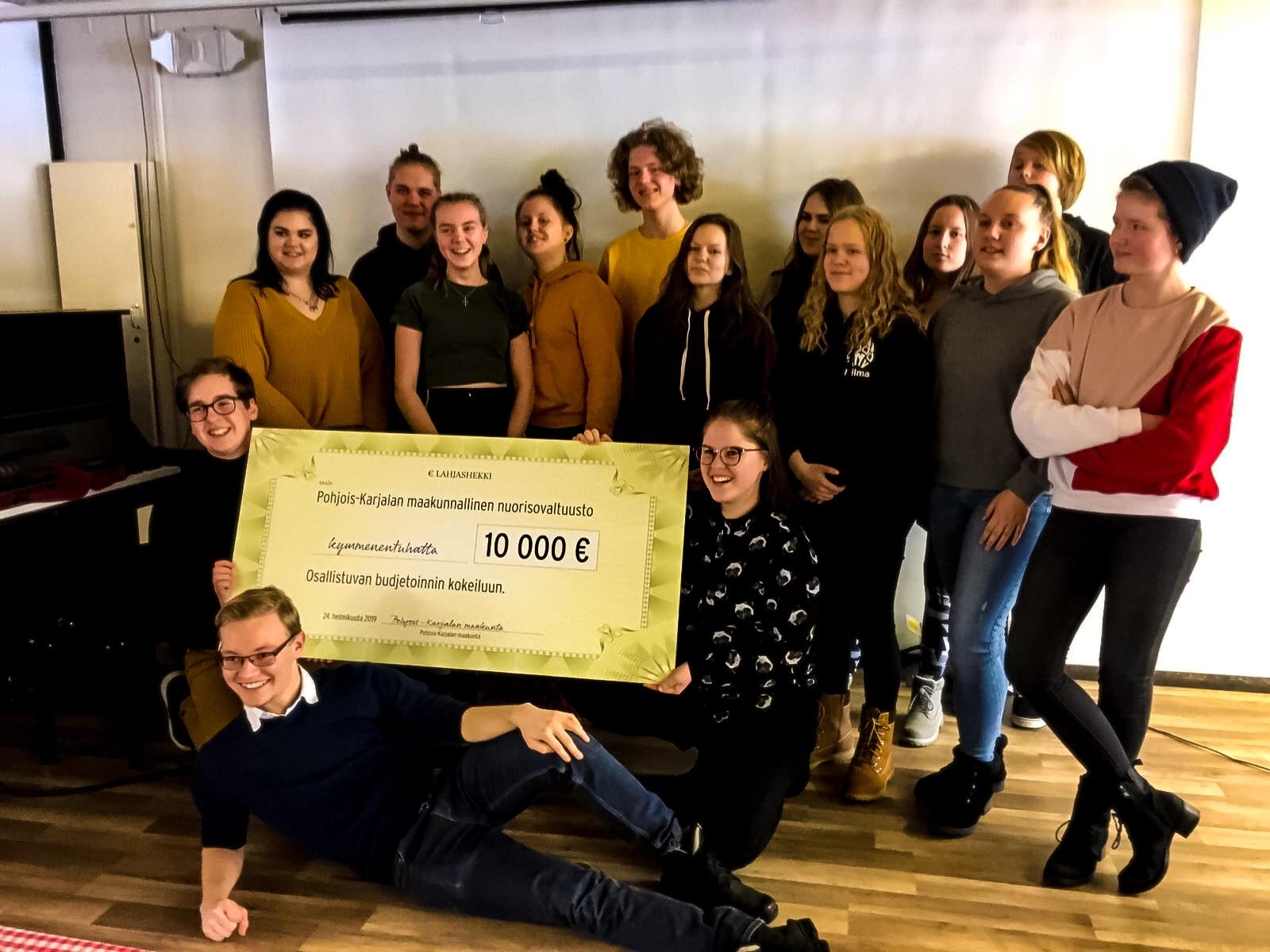 Pohjois-Karjalan maakunnallinen nuorisovaltuusto sao helmikuussa 2019 maakunnan liitolta 10 000 euroa osallistuvan budjetoinnin kokeiluun.