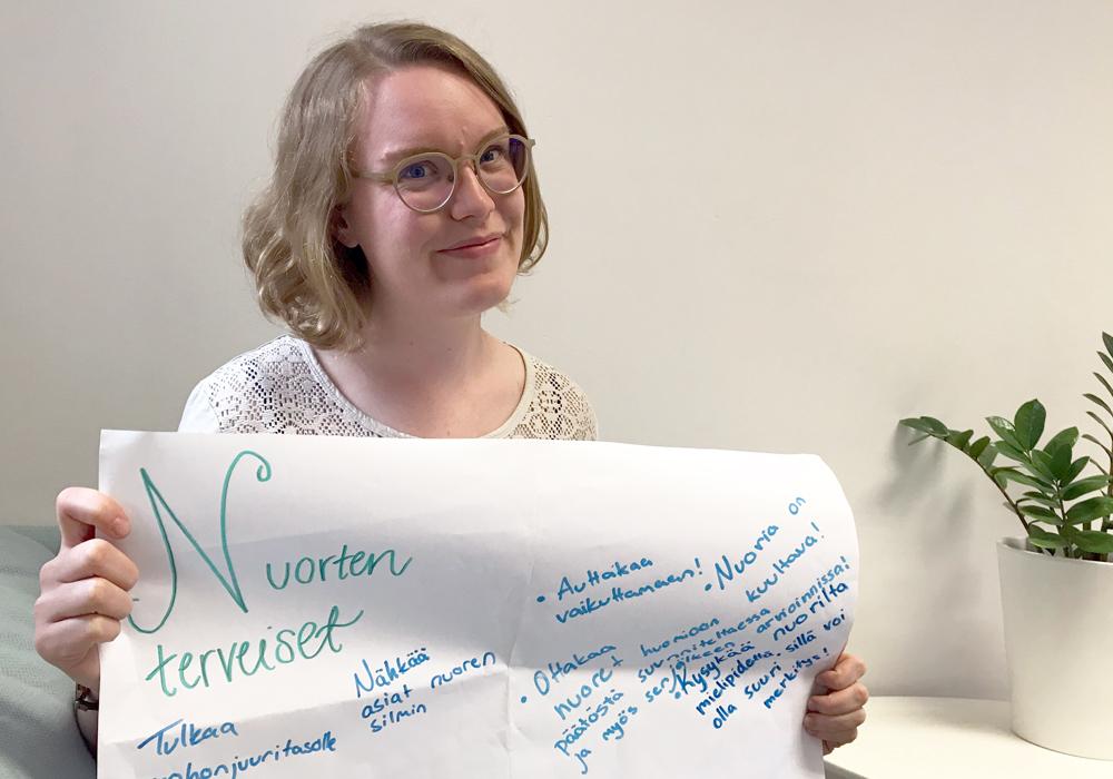 Osallisuuskoordinaattori Laura Lettenmeier esittelee viikko sitten järjestetyn Huipputapaamisen työpajojen tuloksia.