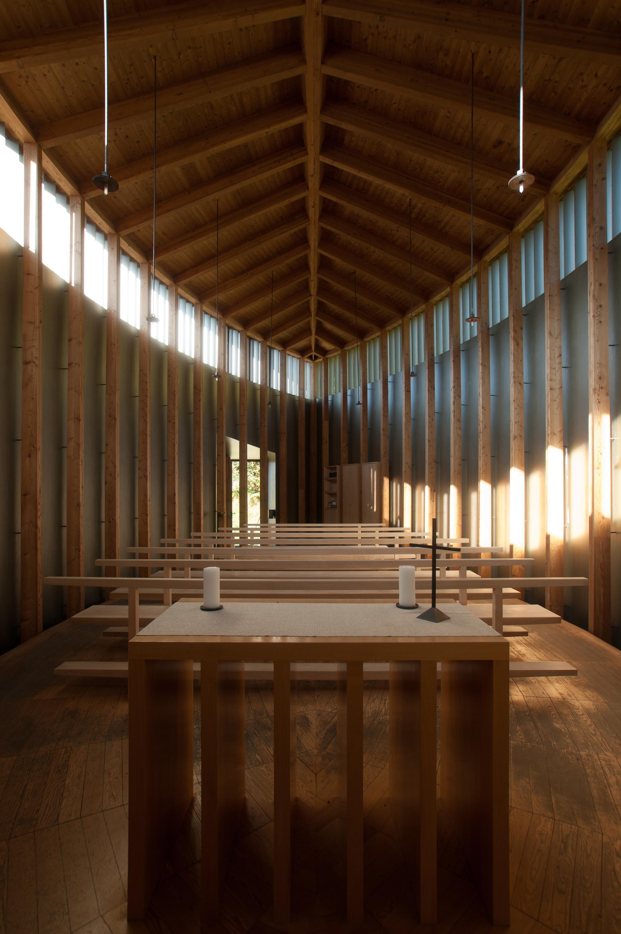 52153aaee8e44e4ee3000059_ad-classics-saint-benedict-chapel-peter-zumthor_untitled_6813541750_o.jpg