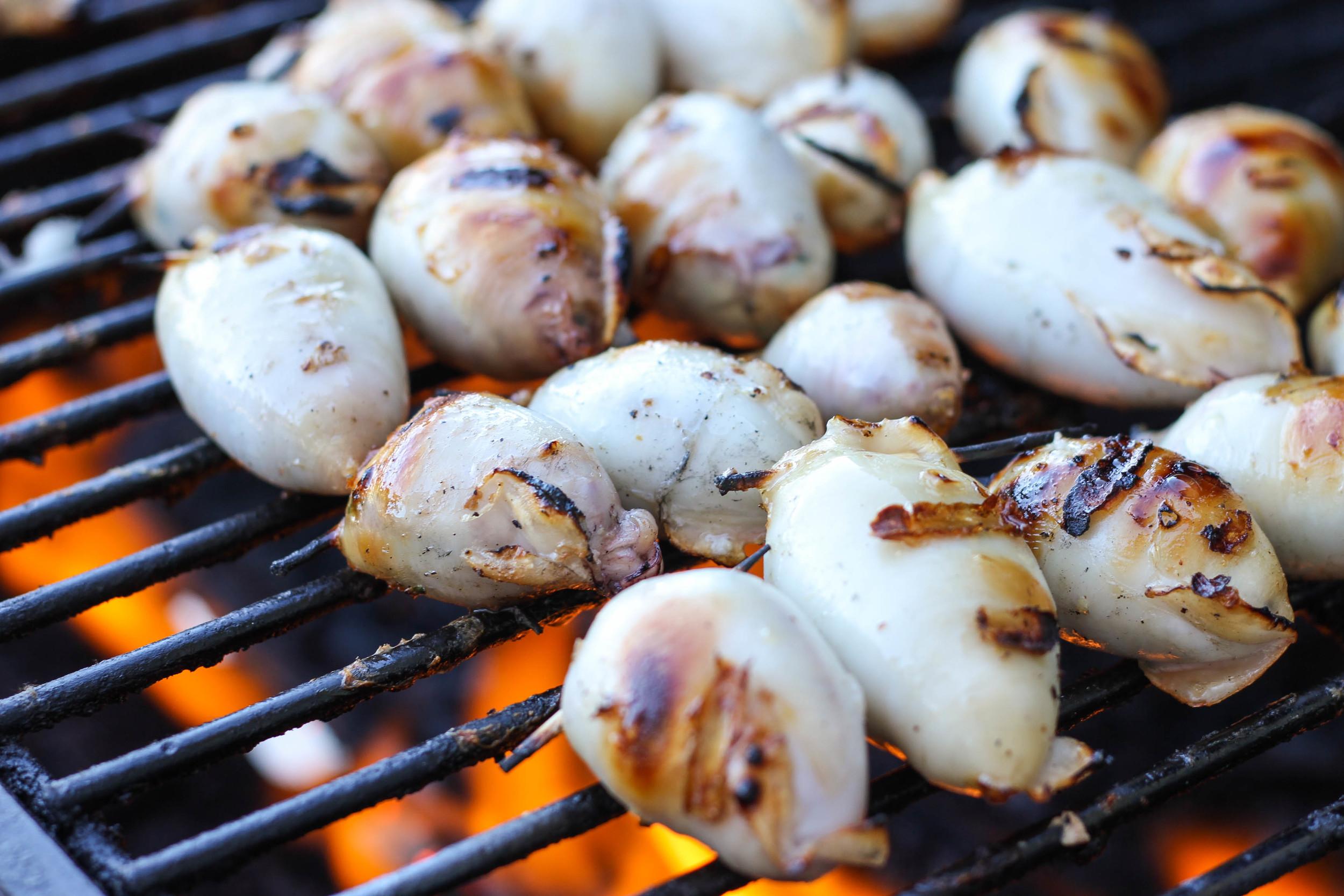 Grilling stuffed calamari