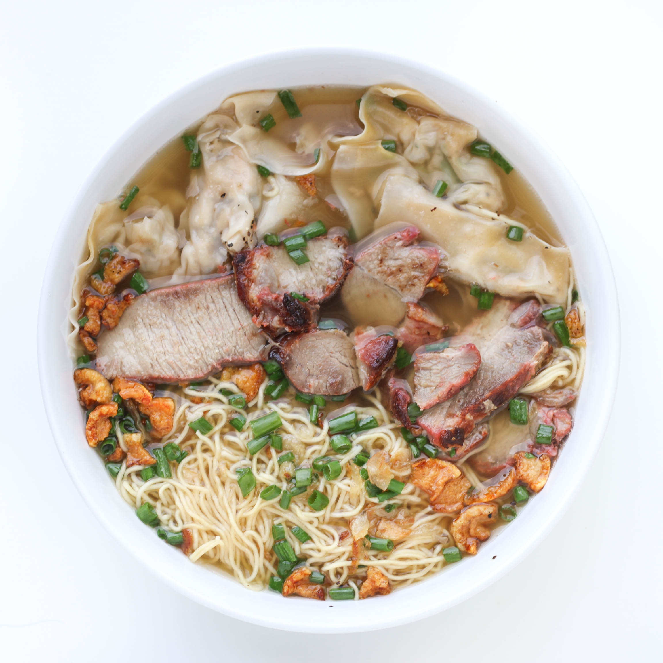 Egg noodle soup topped with pork fried fat (tep mo)