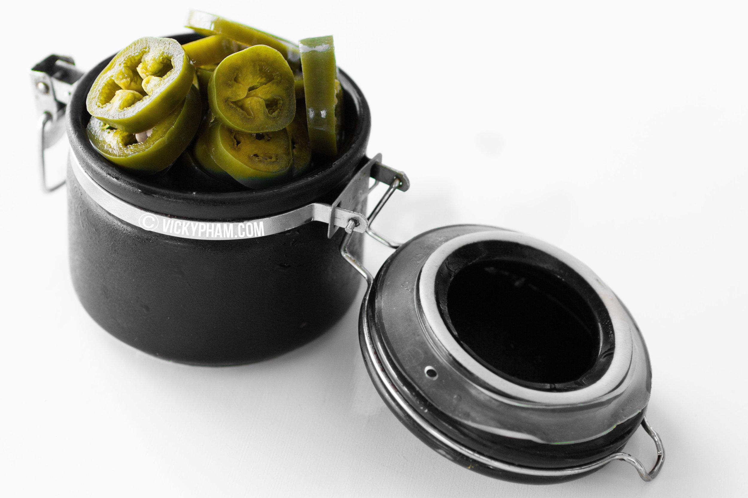 Vietnamese Crunchy Pickled Jalapenos (Ot Ngam Giam)