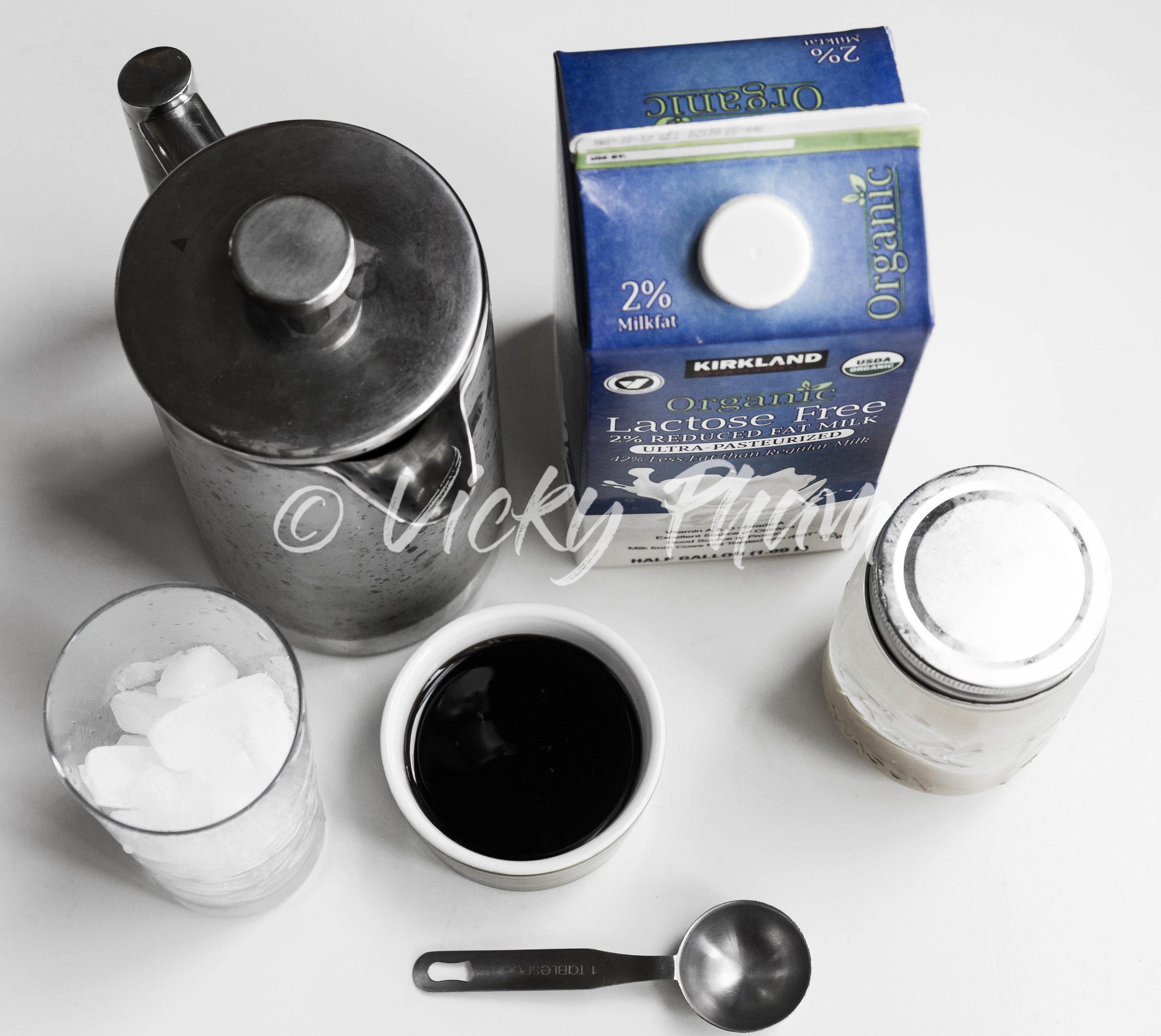 Ingredients to Make Thai Iced Tea (Tra Sua Thai)