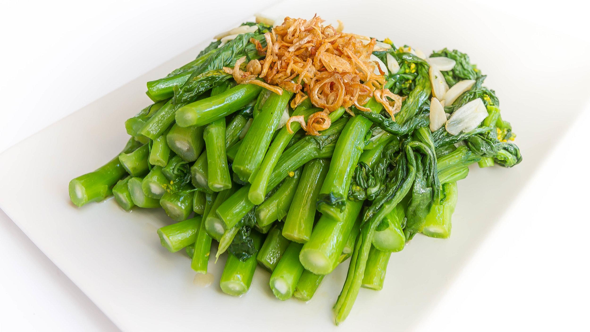 Simple Choy Sum and Garlic Stir-Fry