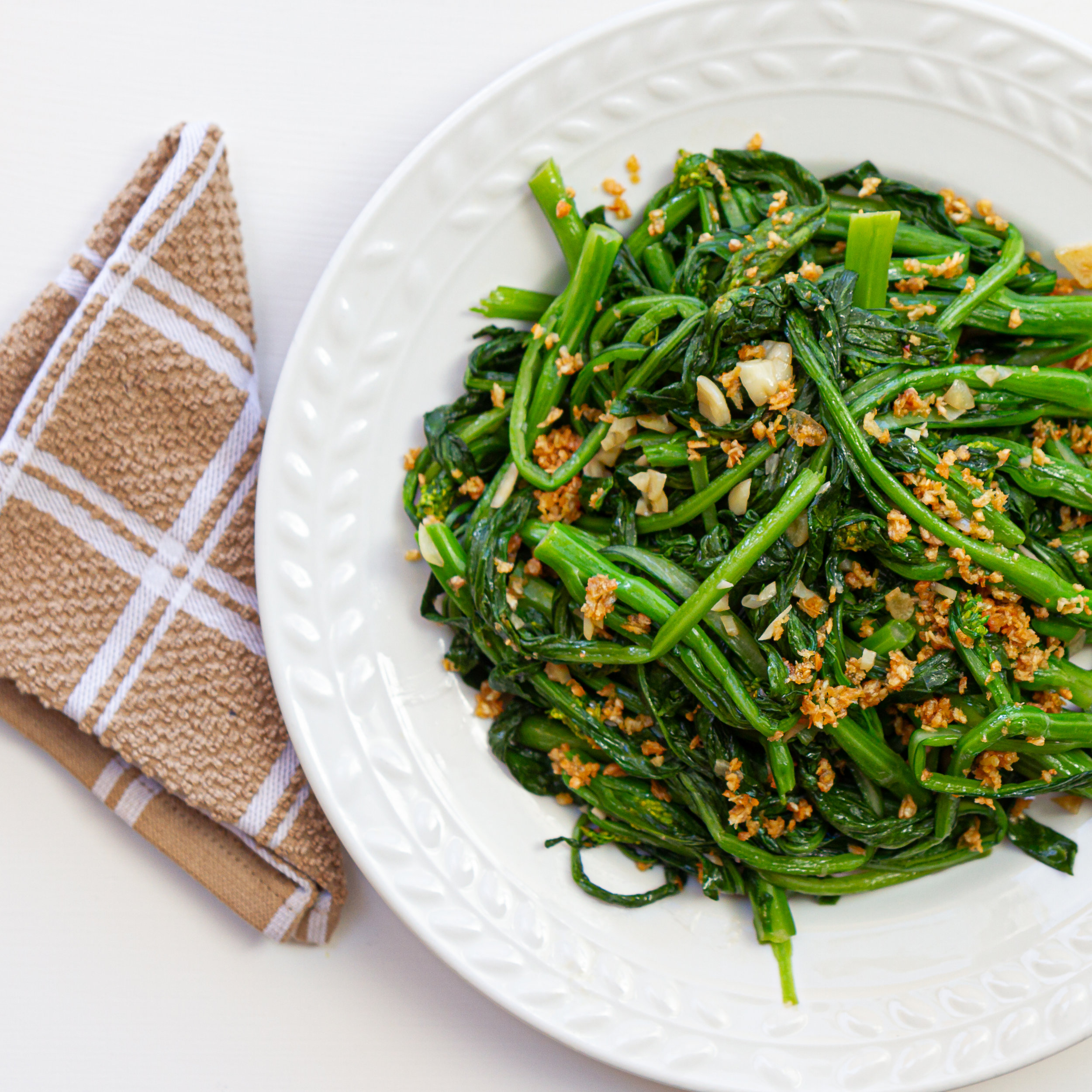 Simple Choy Sum & Garlic Stir-Fry (Cai Lan Xao Toi)