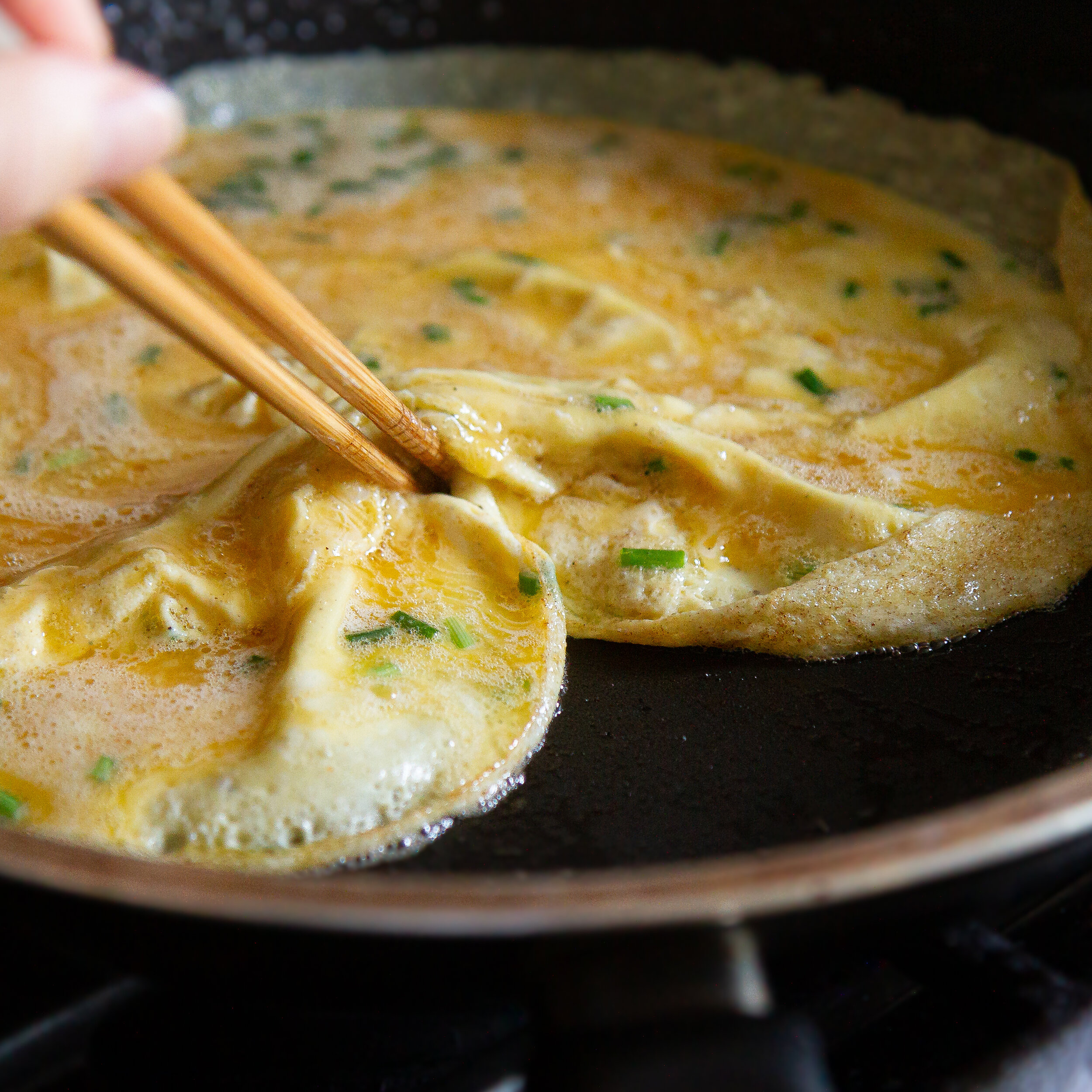 Easy Vietnamese Scrambled Eggs with Green Onions (Trung Chien Hanh La)