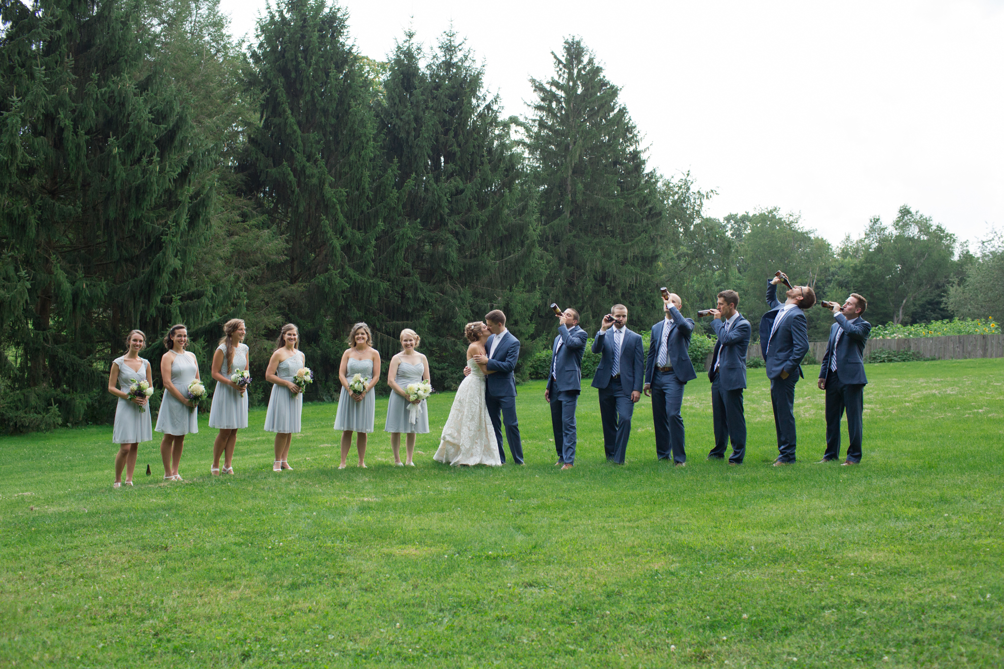 funny-bridal-party-root-beer-wedding