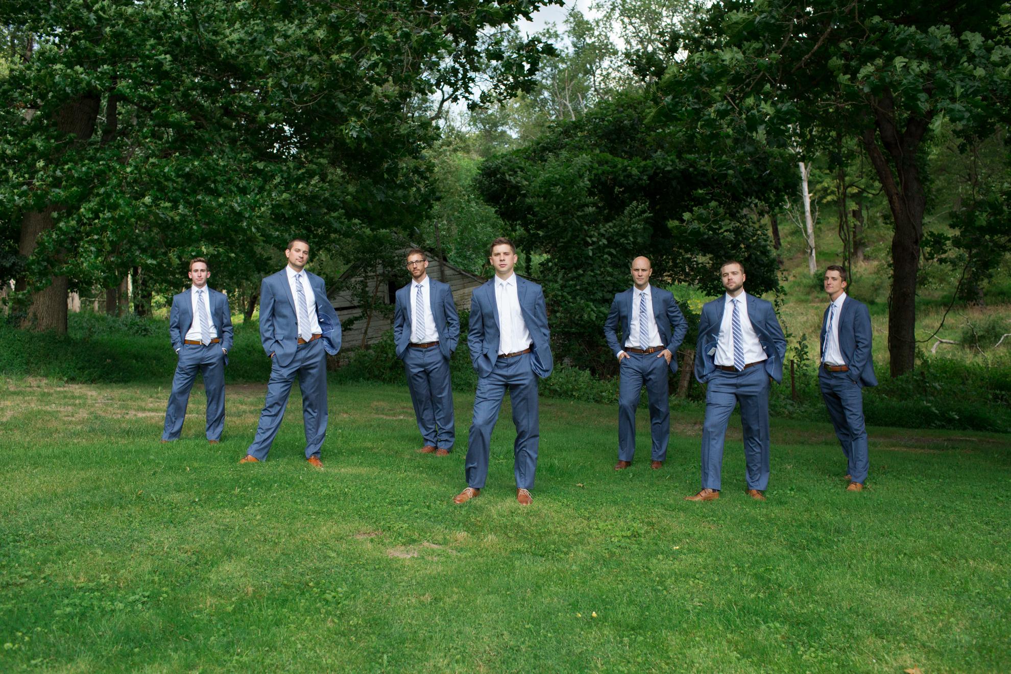 groom-groomsmen-dundee-farm-wedding