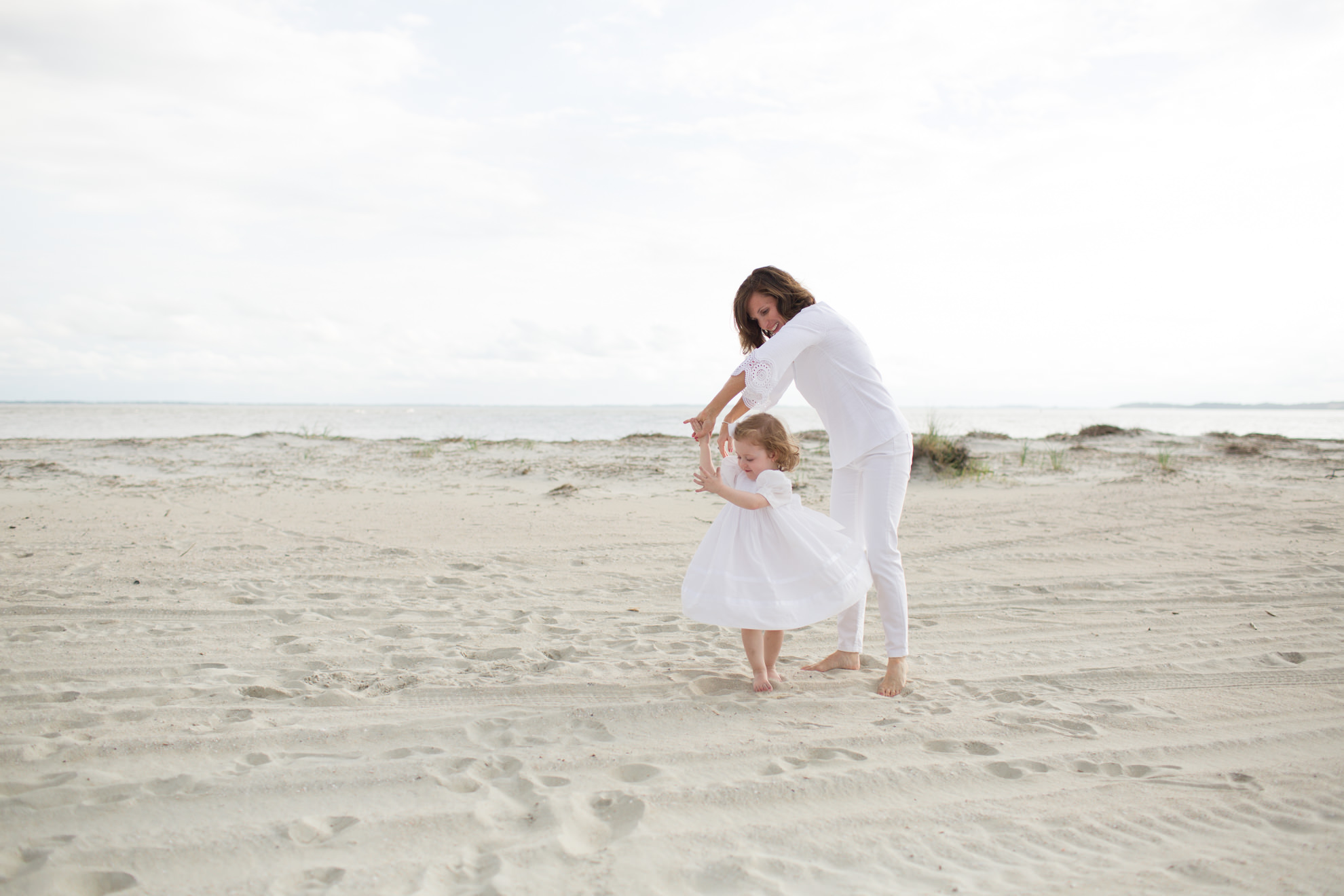 mom-and-daughter-playing-on-the-beach