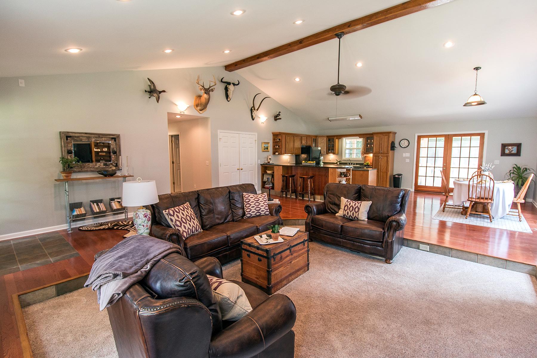 BuckRd - livingroom front corner web.jpg