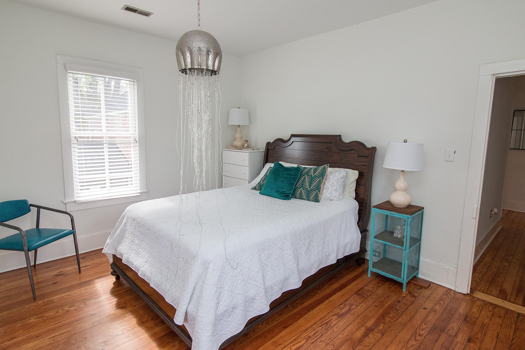 Gant - 2 bedroom no lights LR.jpg