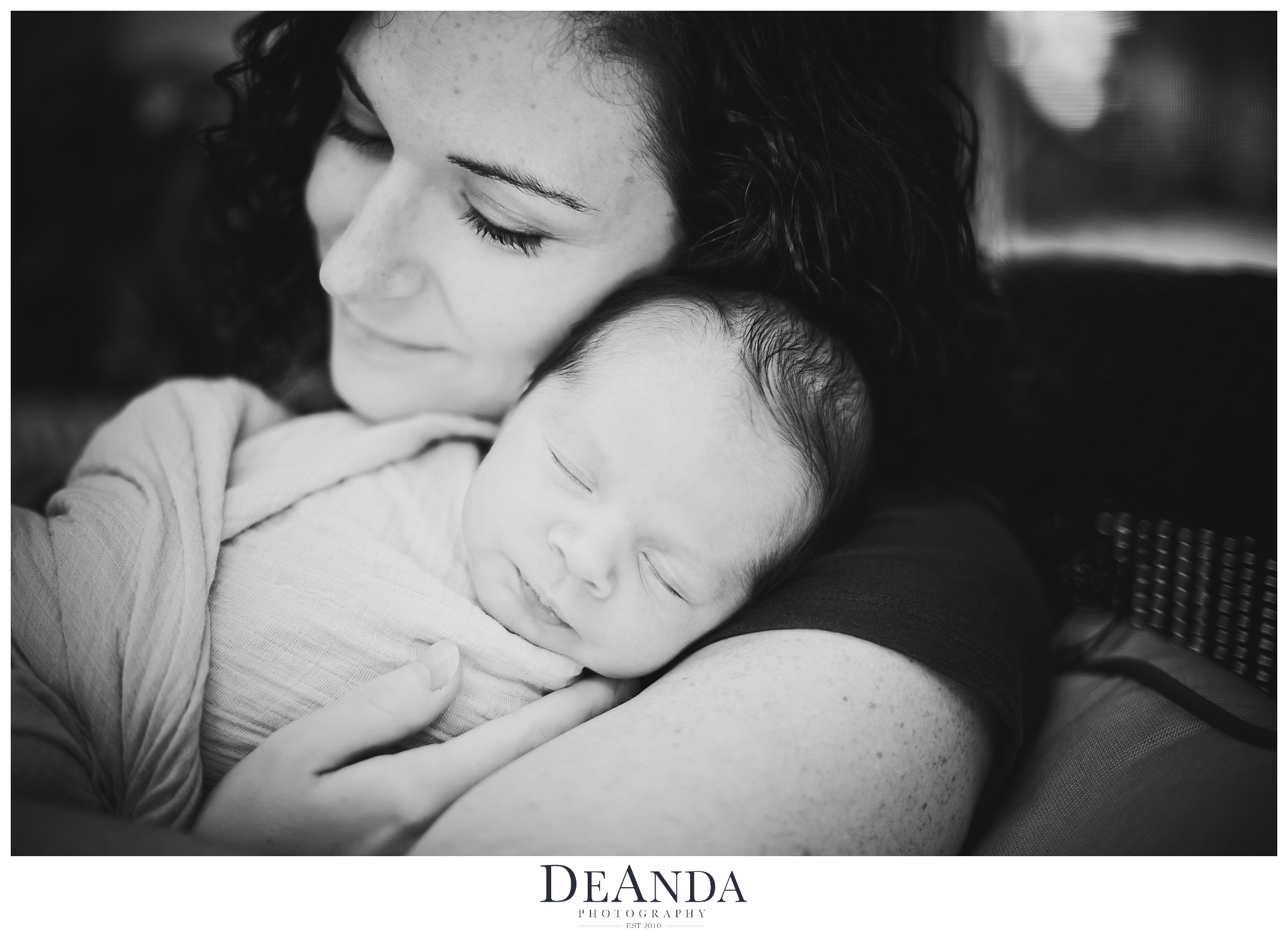 Lifestyle Newborn and mom Image