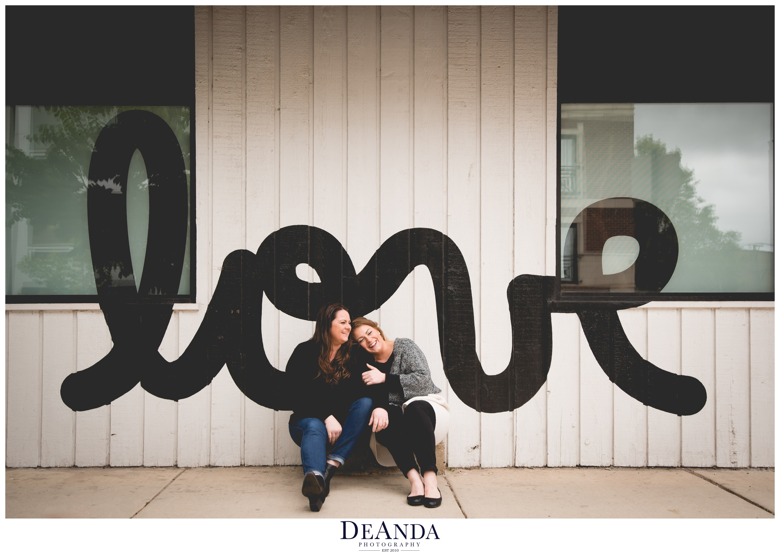 bucktown love sign photosession