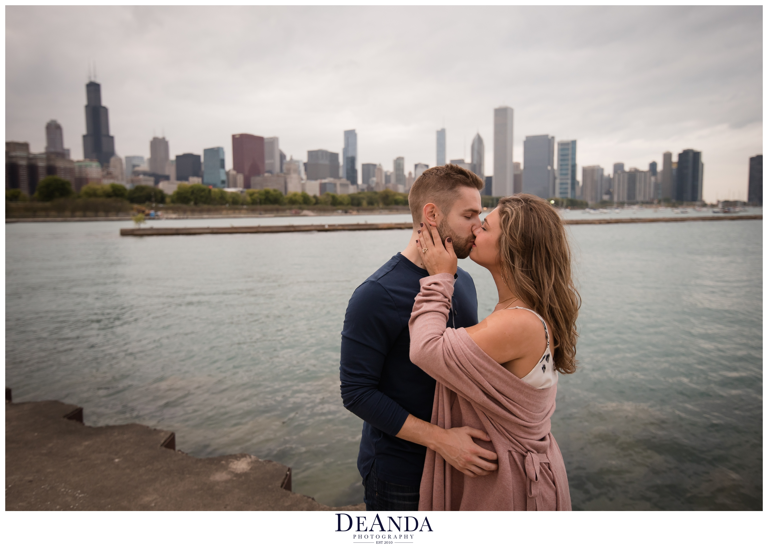 kissing couple in front of chicago skyline