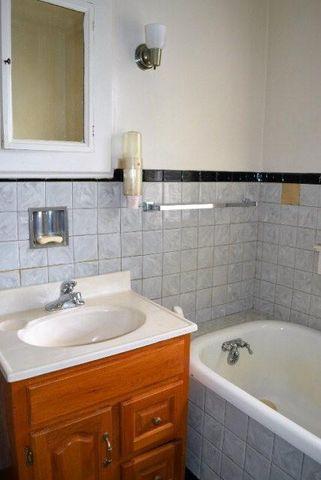 Elizabeth Burns Design   First Time House Flip, guide to house flipping, bathroom1