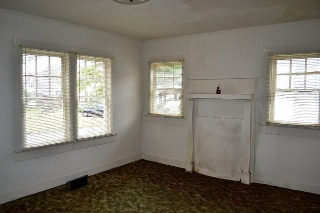 Elizabeth Burns Design   First Time House Flip, guide to house flipping, living room