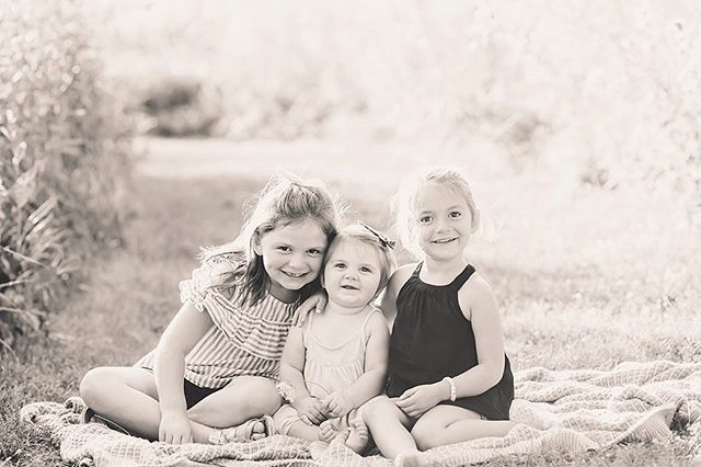 My three minis that sat in this pose for approximately .0083 seconds. So grateful to have this crazy and full season of life (that may last the next 18 years) captured. Thank you for coming up to visit @maryefflandtphotography!
