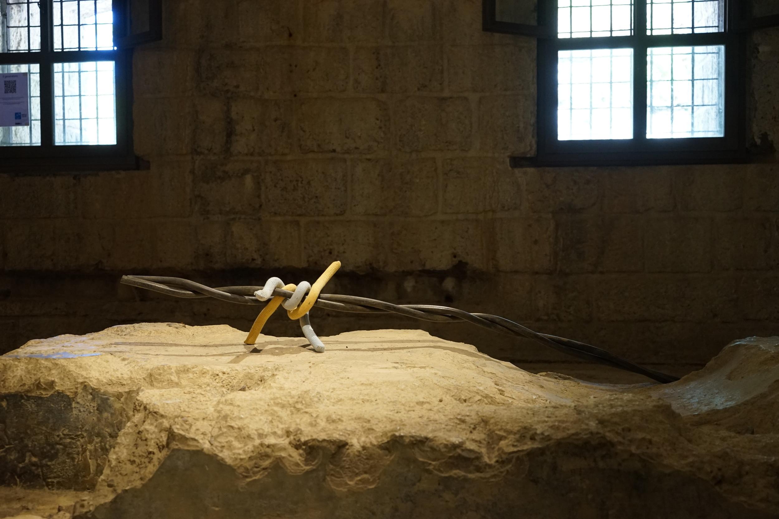 Arnold Holzknecht, giallo, 2016, ferro e cotone, 175 cm Foto: Walter Moroder