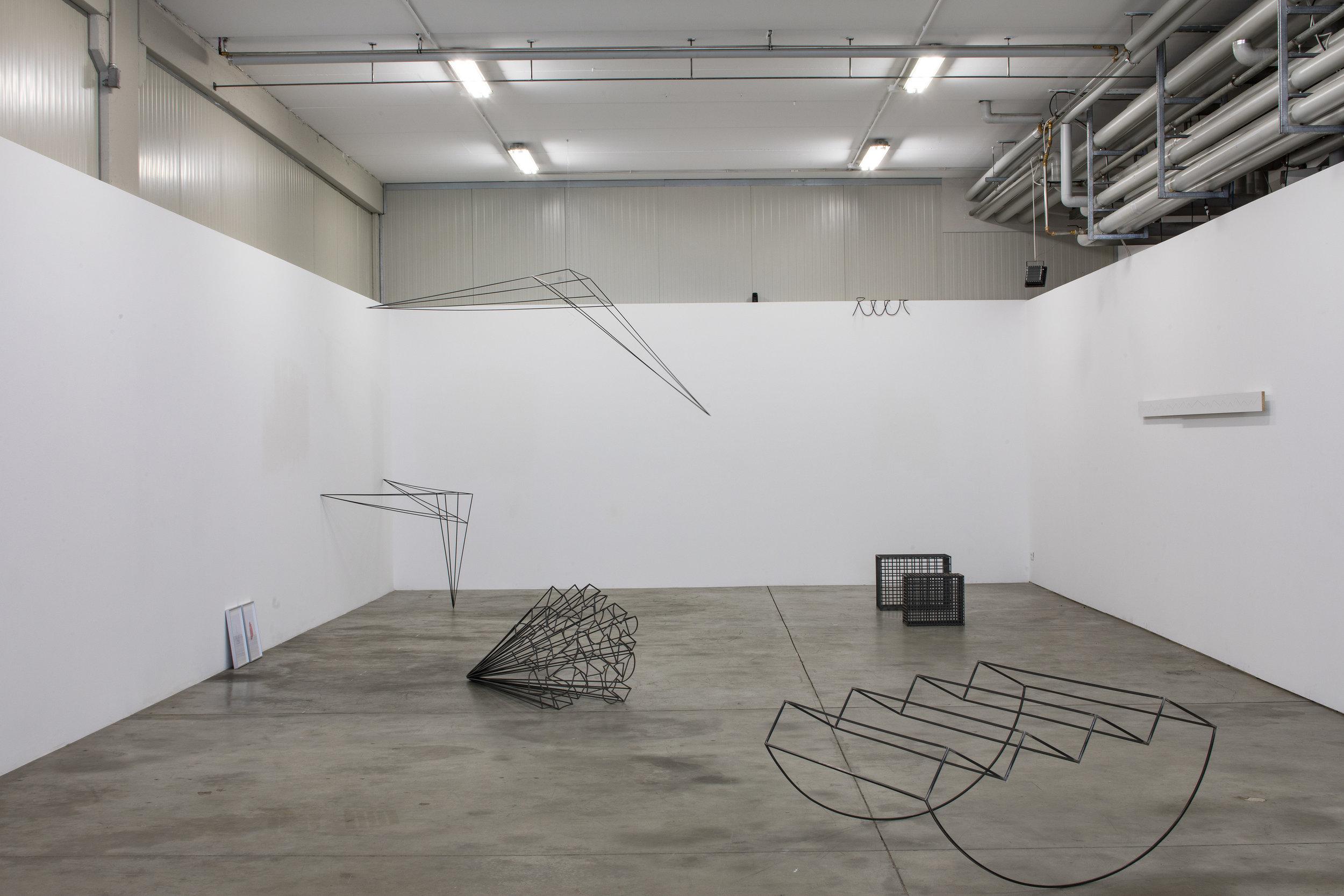Michele Bernardi Die Illusion ist groß (für Karlheinz Mureda) I / II, Brennpunkt, leer, Skulptur I/II, Gebrochene Linie (Verschiebung), Rocking Stairs