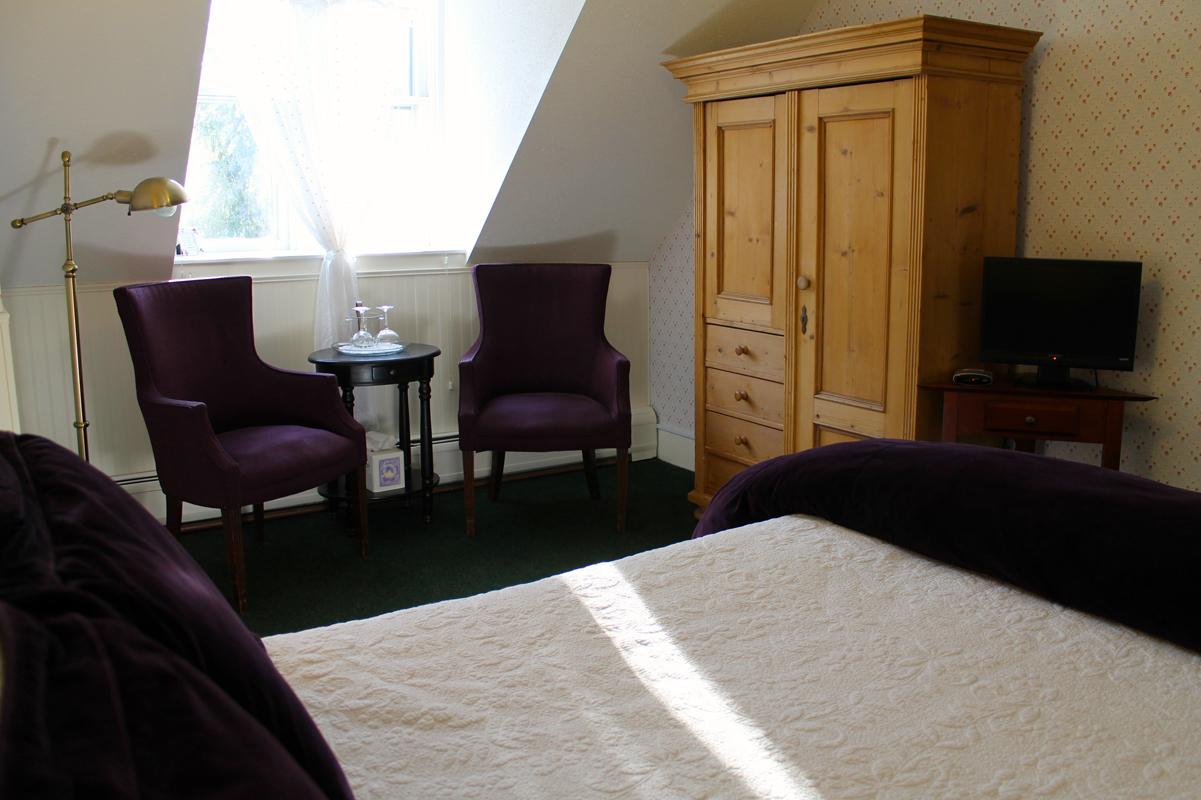Periwinkle Room, Rm 9 of the Willard Street Inn