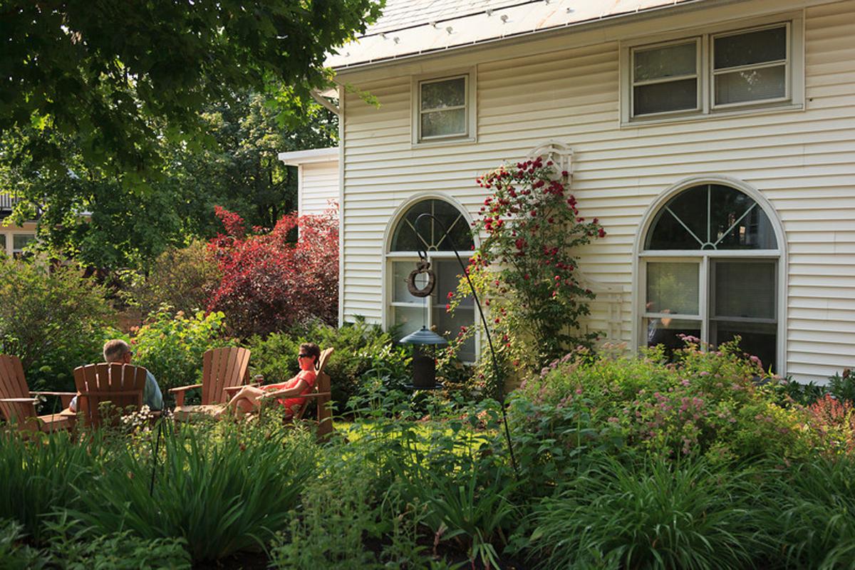 Lang House on Main Street, Gardens