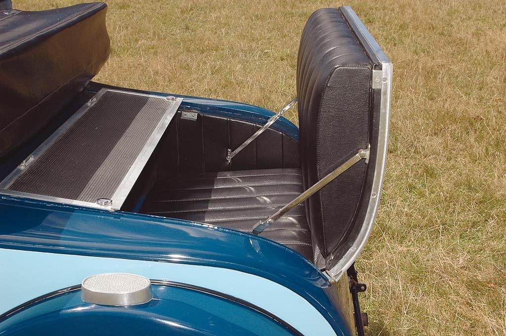 Alvis-1250-backseat.jpg