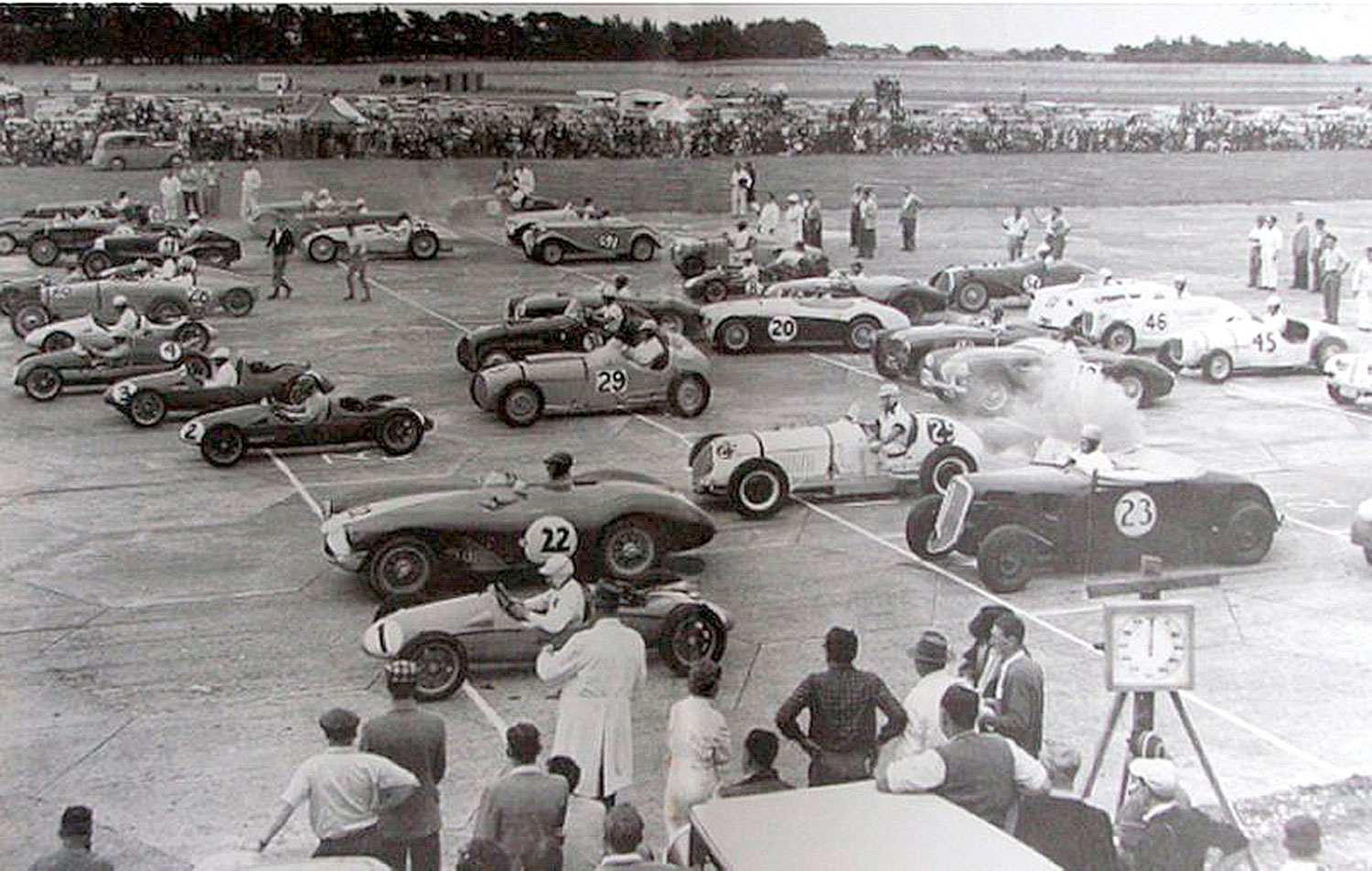 The start of the Selwyn Molesworth Trophy at Ohakea, 1956
